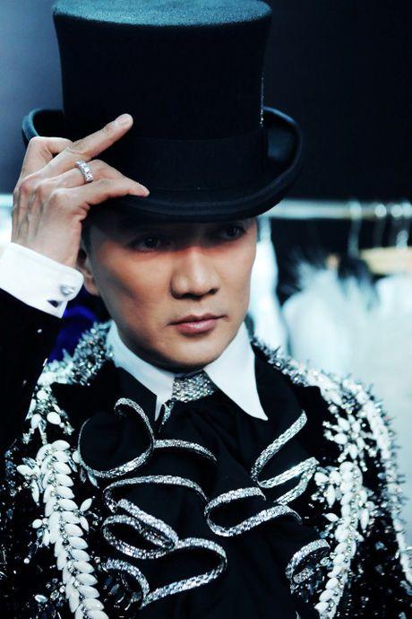 Mr Dam 'giang' quang cao 'Diamond Show' khap Ha Noi - Anh 1