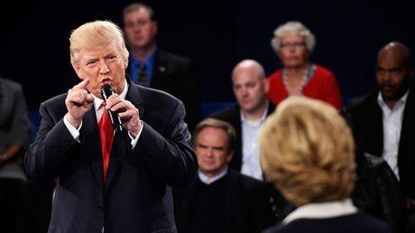 Bay khoanh khac 'kinh dien' trong cuoc doi dau lan 2 giua Trump-Clinton - Anh 3