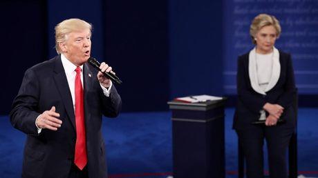 Bay khoanh khac 'kinh dien' trong cuoc doi dau lan 2 giua Trump-Clinton - Anh 4