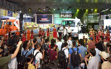Gian hang doc dao cua FUSO tai Trien lam O to Viet Nam 2016 - Anh 1