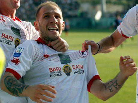 Cau thu Serie B nhan the xanh dau tien trong lich su - Anh 1
