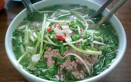 Mon an duong pho Ha Noi khien khach Tay san sang ngoi via he - Anh 1