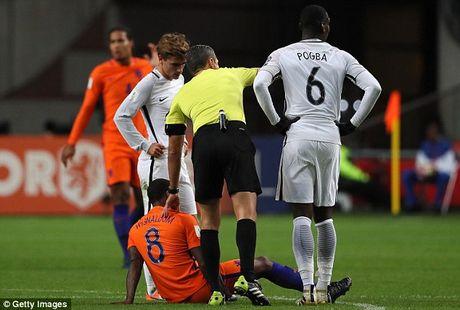 Liverpool mat 2 cau thu tru cot o tran gap Man United - Anh 1