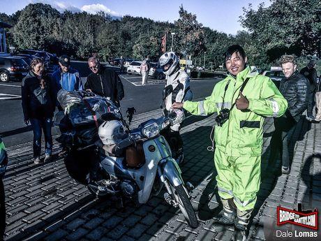 9X Han Quoc 'phuot' xuyen luc dia bang Honda Super Cub - Anh 1