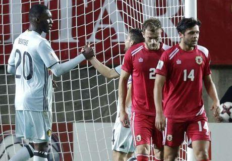 """Gibraltar 0-6 Bi: Benteke lap hattrick, """"Quy do"""" thi uy - Anh 1"""