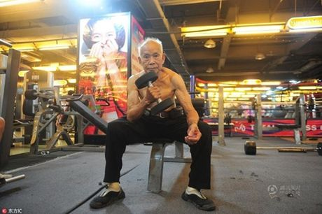 Cu ong 94 tuoi van cham tap gym moi ngay - Anh 4