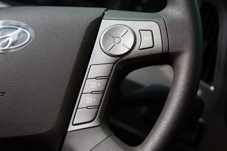 Xe ben Hyundai Xcient - noi that nhieu tien nghi, co giuong va co cho treo rem - Anh 13