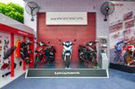 Honda WINNER 150 duoc mang vao duong dua, cung kha an tuong - Anh 22