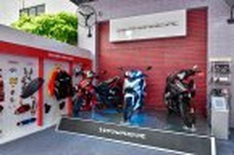 Honda WINNER 150 duoc mang vao duong dua, cung kha an tuong - Anh 23