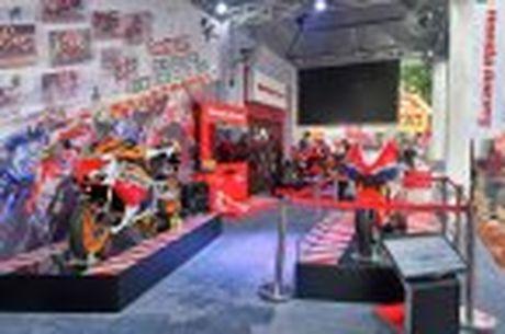 Honda WINNER 150 duoc mang vao duong dua, cung kha an tuong - Anh 24