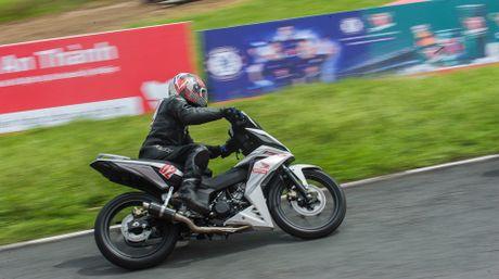 Honda WINNER 150 duoc mang vao duong dua, cung kha an tuong - Anh 2