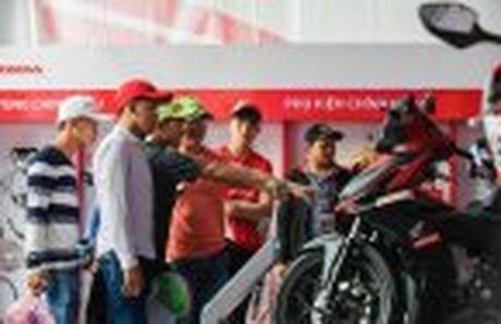 Honda WINNER 150 duoc mang vao duong dua, cung kha an tuong - Anh 31