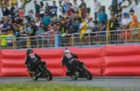 Honda WINNER 150 duoc mang vao duong dua, cung kha an tuong - Anh 43
