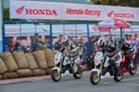 Honda WINNER 150 duoc mang vao duong dua, cung kha an tuong - Anh 45
