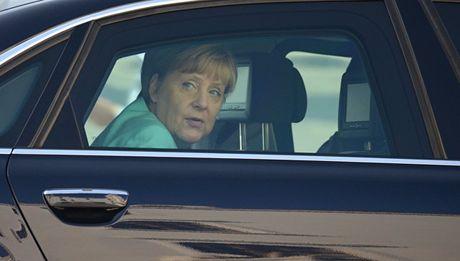 Thu tuong Merkel khong quan tam den lenh trung phat moi chong Nga - Anh 1