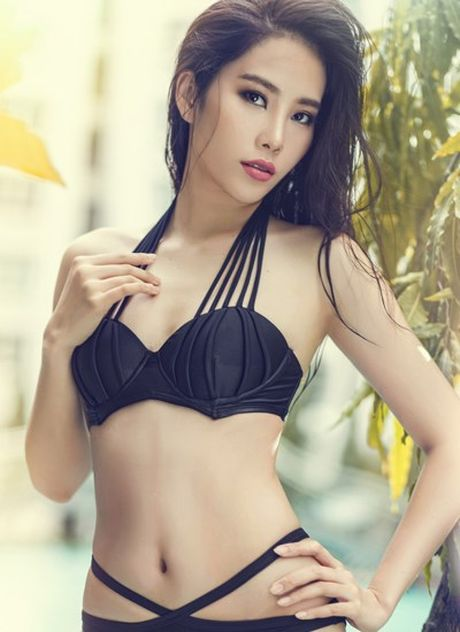 Nam Em tao dang voi bikini tren bao Philippines - Anh 4