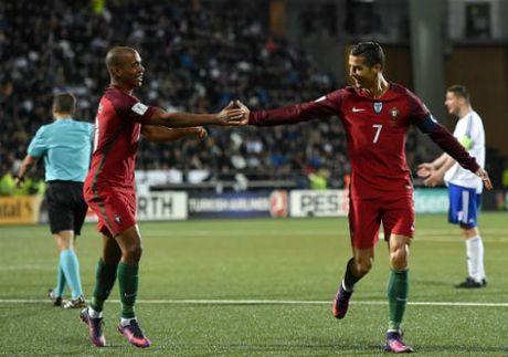 Dao Faroe - Bo Dao Nha: Hat-trick 37 phut - Anh 1