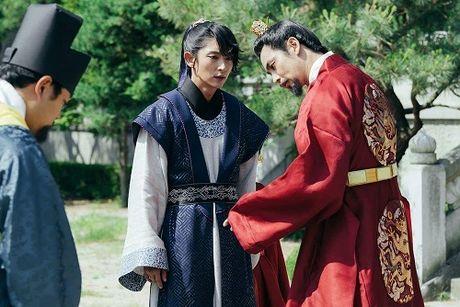 Nguoi tinh anh trang tap 14: IU dau kho khi Lee Jun Ki lay vo - Anh 1
