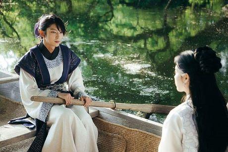 Nguoi tinh anh trang tap 14: IU dau kho khi Lee Jun Ki lay vo - Anh 3