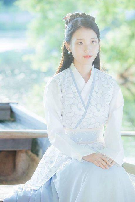 Nguoi tinh anh trang tap 14: IU dau kho khi Lee Jun Ki lay vo - Anh 4