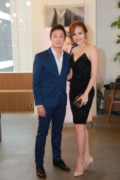 A quan 'The Face' Khanh Ngan vai tran ben MC Anh Tuan - Anh 2