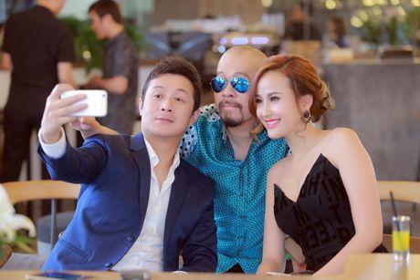 A quan 'The Face' Khanh Ngan vai tran ben MC Anh Tuan - Anh 4