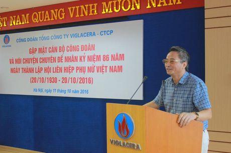Cong doan TCty Viglacera - CTCP gap mat CBCNV nu nhan dip 20/10 - Anh 2