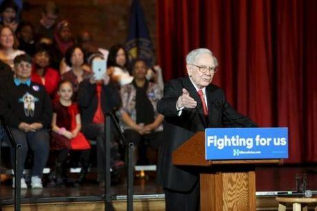 Ti phu Buffett cong khai chung tu thue 'dap lai' ong Trump - Anh 1