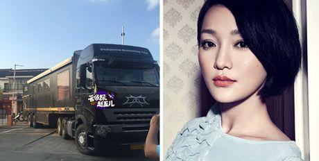 Chau Tan khoe xe hoi nhu 'khach san di dong' - Anh 1