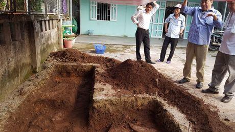 Tham do khao co lang mo vua Quang Trung: Phat hien nen mong tuong thanh xua? - Anh 2