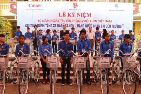 Canon tiep tuc tang xe dap cho hoc sinh hai tinh Bac Ninh va Bac Giang - Anh 1