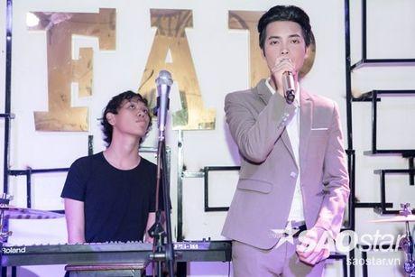 Say dam nghe 'Hoang tu buon' Tuan Phuong hat ngot lim trong dem nhac rieng - Anh 2