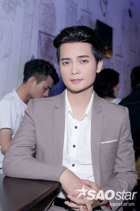 Say dam nghe 'Hoang tu buon' Tuan Phuong hat ngot lim trong dem nhac rieng - Anh 9