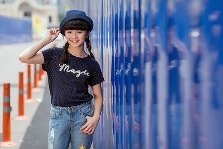 Kim Anh The Voice Kids khoe street style xinh xan tren pho - Anh 4