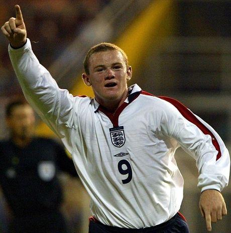 Nhung cot moc dang nho cua Rooney trong mau ao 'Tam Su' - Anh 3