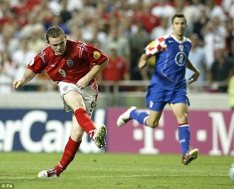 Nhung cot moc dang nho cua Rooney trong mau ao 'Tam Su' - Anh 4