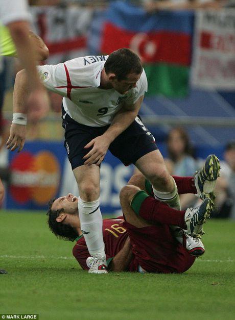 Nhung cot moc dang nho cua Rooney trong mau ao 'Tam Su' - Anh 5