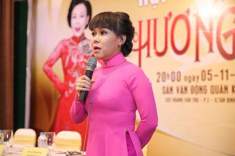 Viet Huong lam liveshow tien ti o san van dong, phat ve mien phi cho sinh vien - Anh 1