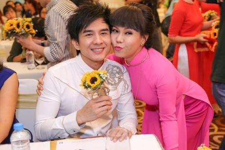 Viet Huong lam liveshow tien ti o san van dong, phat ve mien phi cho sinh vien - Anh 2