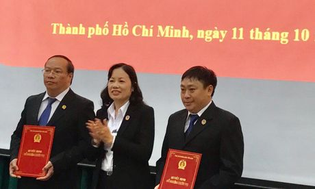 TAND TP.HCM: Bo nhiem chuc vu cho 2 tham phan - Anh 2