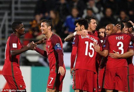 Vong loai World Cup 2018: Ronaldo huy diet ga ti hon - Anh 1