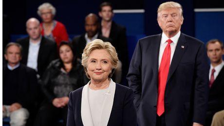 Ba Clinton bo xa doi thu Trump voi 14 diem - Anh 1