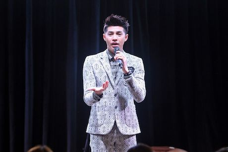 Noo Phuoc Thinh 'ghi diem' voi fan tai Han Quoc - Anh 3