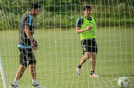 Luis Suarez va Diego Godin 'triet ha' nhau tren san tap cua Uruguay - Anh 5