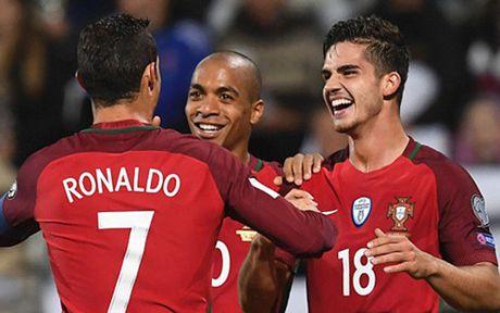 Ronaldo tiep tuc ghi ban, Bo Dao Nha thang dam Dao Faroe - Anh 1