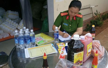 Binh Thuan: Phat hien co so san xuat tuong ot dung chat la - Anh 1