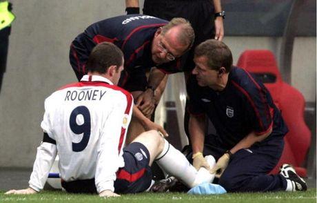 Chum anh: 10 khoanh khac 'den toi' nhat cua Wayne Rooney o DT Anh - Anh 10