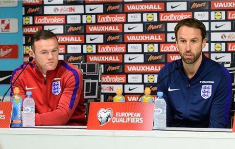 Chum anh: 10 khoanh khac 'den toi' nhat cua Wayne Rooney o DT Anh - Anh 1