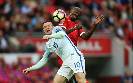 Chum anh: 10 khoanh khac 'den toi' nhat cua Wayne Rooney o DT Anh - Anh 2