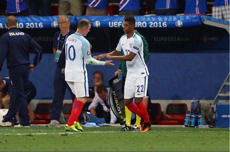 Chum anh: 10 khoanh khac 'den toi' nhat cua Wayne Rooney o DT Anh - Anh 3